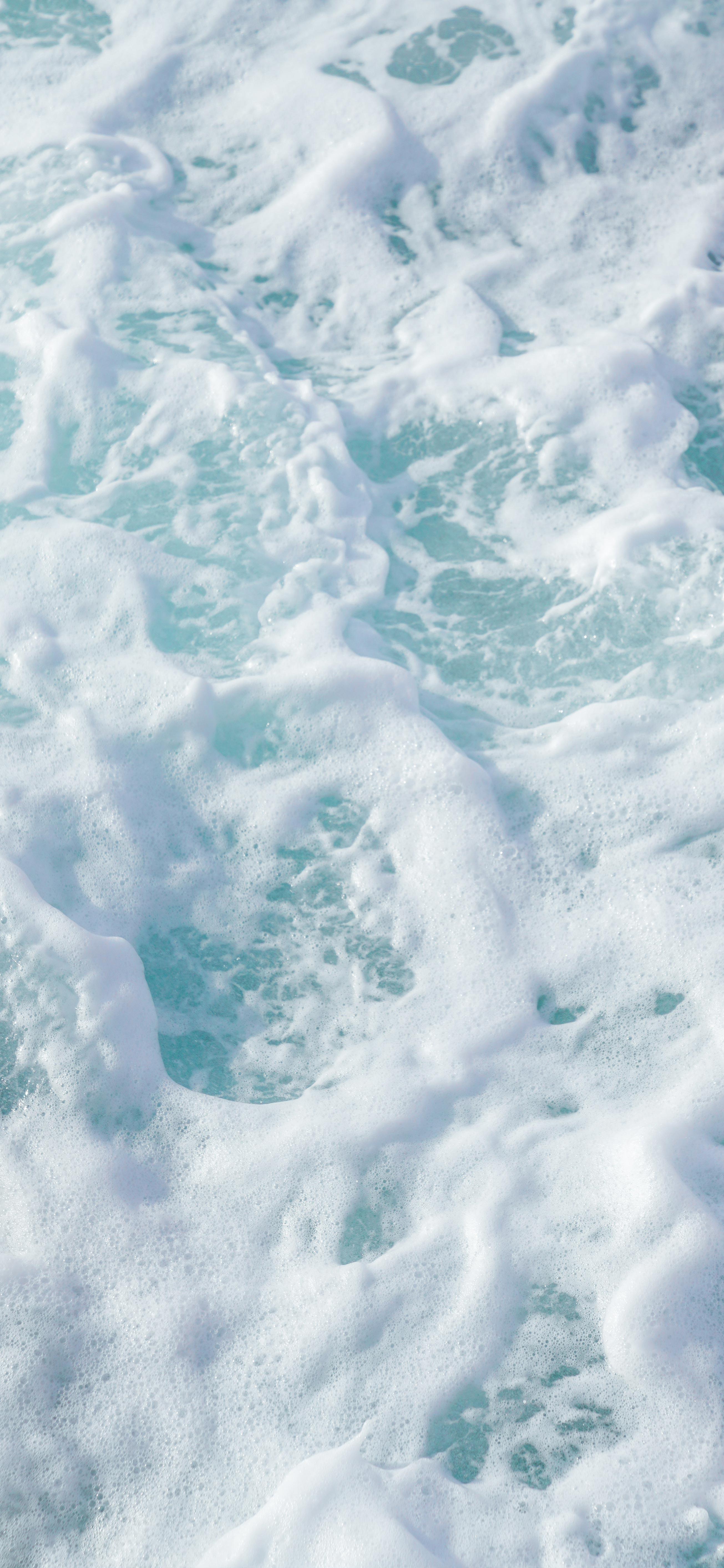 white-Sea-Foam-wallpaper